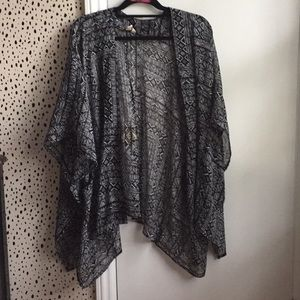 Sheer black and white Aztec print kimono m/l flowy